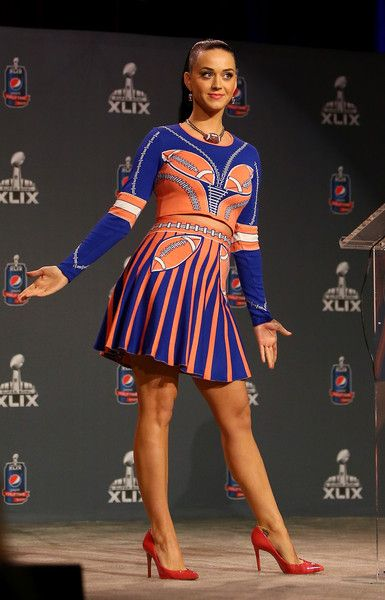 Katy Perry Photos Photos - Singer Katy Perry speaks during the Pepsi Super Bowl XLIV Halftime Show Press Conference at the Phoenix Convention Center on January 29, 2015 in Phoenix, Arizona. - Pepsi Super Bowl Halftime Show Press Conference