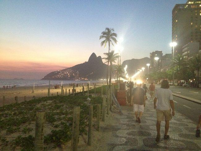 Rio de Janeiro is in het bezit van een eindeloze kuststrook, waar vele subculturen hun eigen territorium hebben. De 'million dollar question' voor elke toerist is dan ook, waar moet ik juist wel of juist niet mijn parasol openklappen?