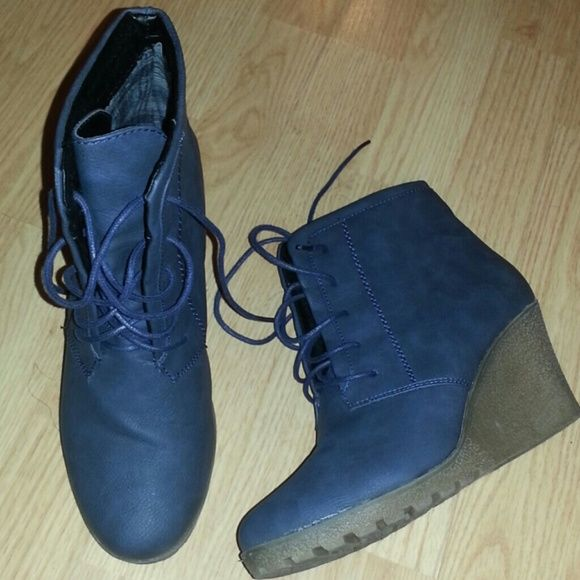 Navy blue gummie pretty wedge sz.8 Comfy navy wedge Shoes Wedges