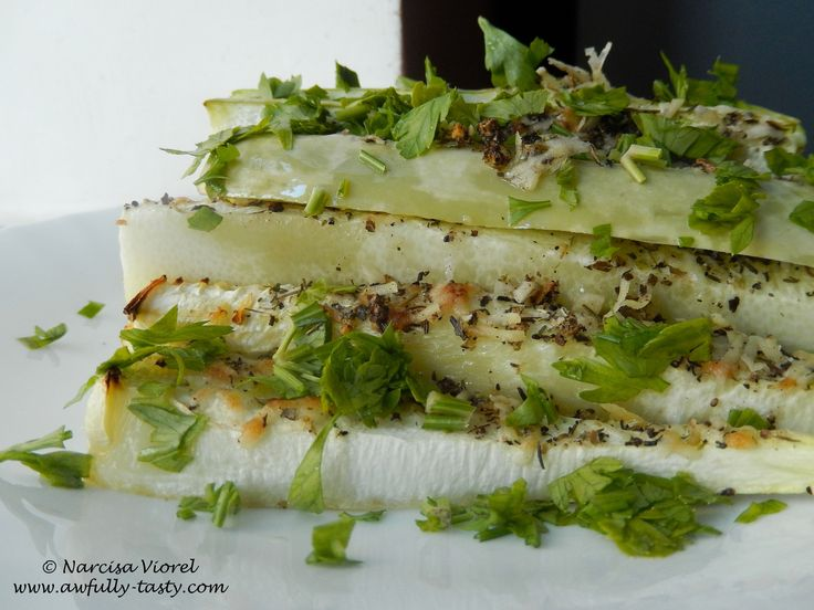 Roasted parmesan courgette served with fresh parsley. Dovlecel copt cu parmezan si patrunjel.