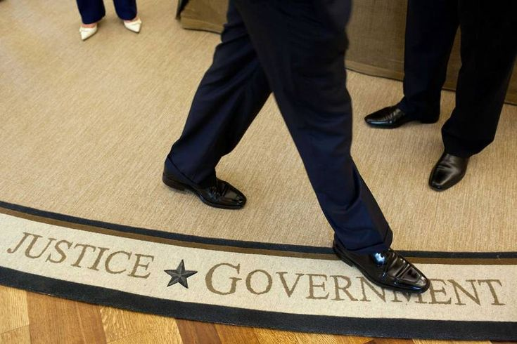 The President's feet, in foreground, with others staff following the bilateral meeting with President Hosni Mubarak of Egypt in the Oval Office, Sept. 1, 2010.