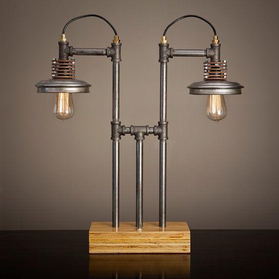 Eisen-Pipe-Lampe mit Holz-Basis von BlinkLab auf Etsy