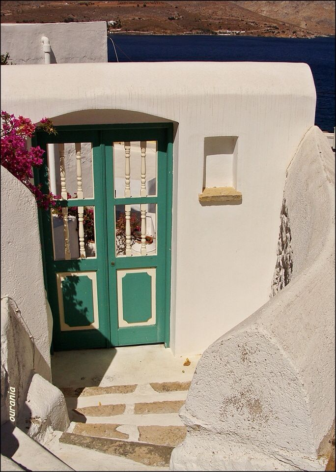 A doorway below de main road of Patelo. It leads to a small yard n a house with a lovely view over Ayia Marina, in Leros, Dodekanisos, South Aegean_ Greece