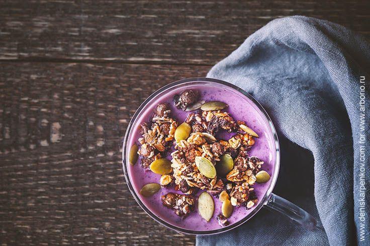 Мюсли - полезный и питательный сухой завтрак, который можно приготовить самостоятельно: все, что для этого нужно - немного злаков, орехов, фрукты и этот рецепт.