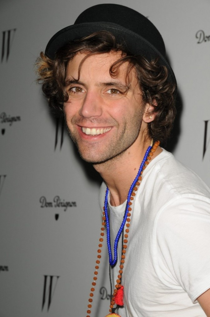 Mika W magazine Golden Globes awards celebration