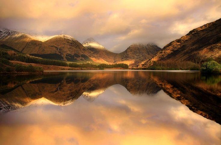 Пруд Лохан-Урр, Северо-Шотландское нагорье, Шотландия.