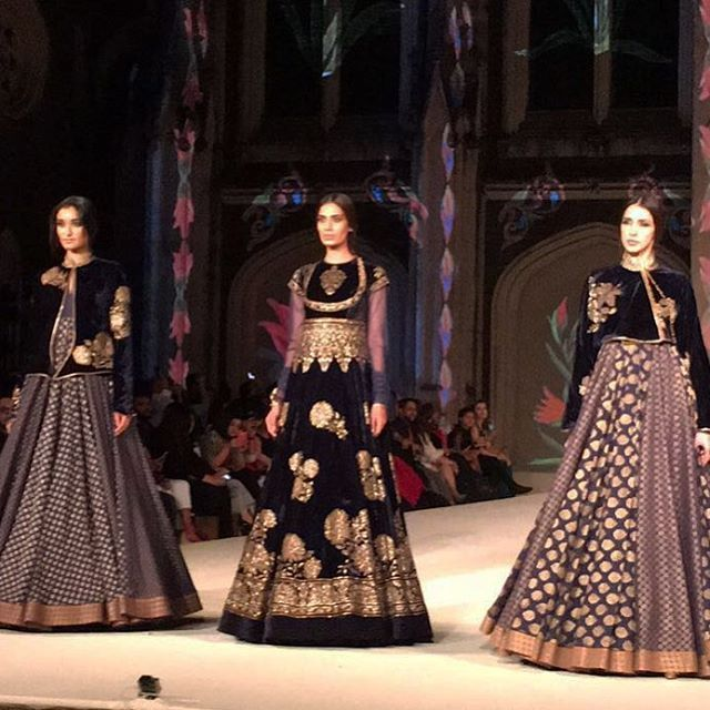 If there ever was a show to watch, it was Rohit Bal's finale at LFW! ✨ #lakmefashionweek #2016 #indianfashion #lfw #lfw16 #lakmefashionweek #lfwSR16 #lakmefashionwk #runway #fashion #designer #luxury #style #fashionweek #beauty #love #instafashion #indianfashion #couture #hautecouture #RohitBal @rohitbal_ Photo credit : @varunpratap_