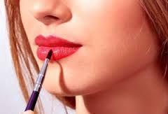 Картинки по запросу нанесение помады на губы