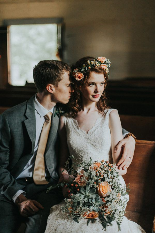 This wedding totally nails a coral and mint color palette | Image by Katelyn Shanice Photography