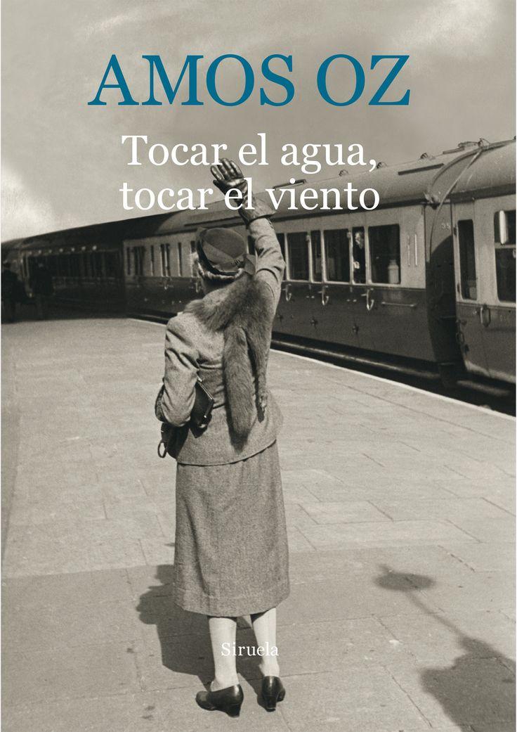 """""""Tocar el agua, tocar el viento"""", de Amos Oz. ¿Es posible que una novela nos haga reflexionar sobre los límites del cuerpo y el alma, sobre la callada fuerza de la Naturaleza, sobre la imposibilidad de entender la muerte y la infinitud, sobre los anhelos metafísicos y la iluminación? Quizá Tocar el agua, tocar el viento hable de todo ello."""