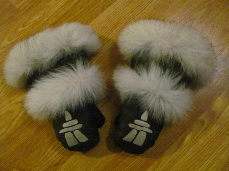 Inuit made mitts w/ fur trim by Arragutainaq Eva