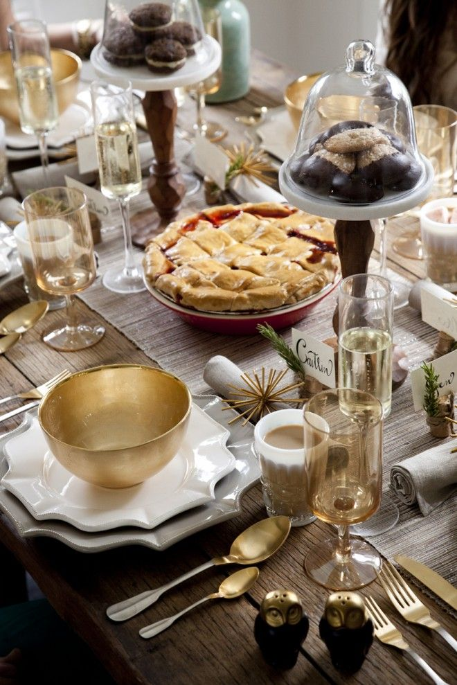 effortless chic thanksgiving party
