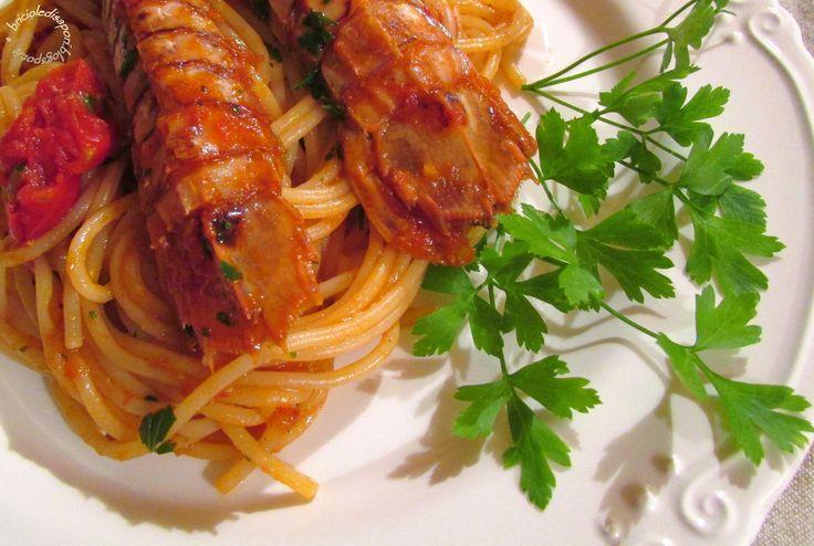 Briciole di Sapori           : Spaghetti al sugo di canocchie (o cicale)