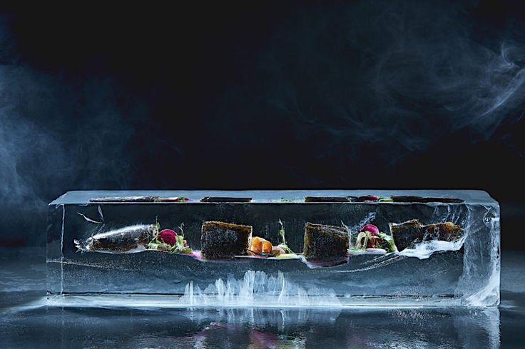 Robertas Daskevičiaus friert Essen in Eiswürfel und fotografiert sie  Es wäre doch interessant zu wissen, wie die Mahlzeiten längst vergangener Generationen aussahen. Der litauische Fotograf Robertas Daskevičiaus ha...