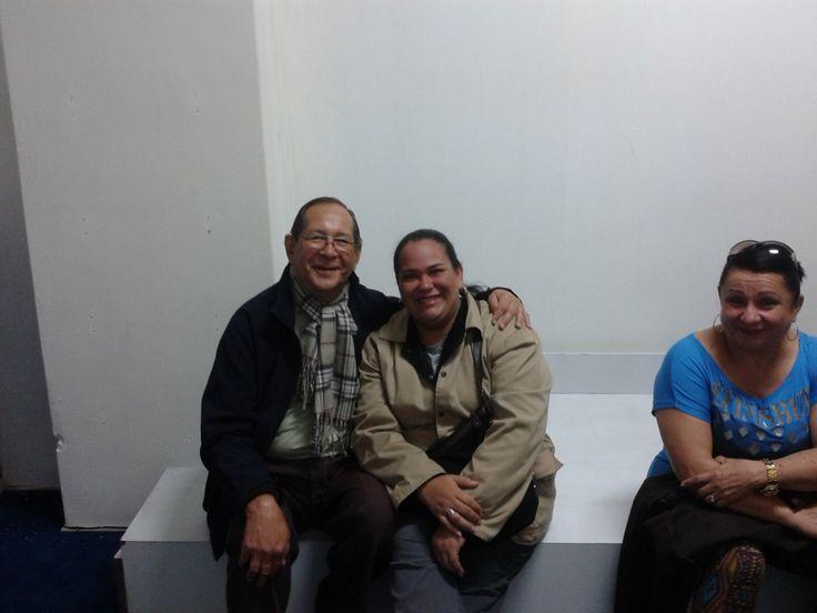 Con Beatriz esperando turno para raspar tarjeta en Buenos Aires Argentin