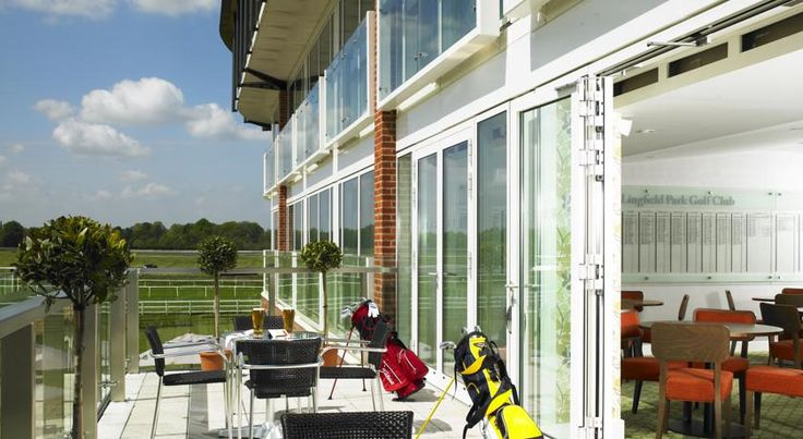 Lingfield Park Marriott Hotel & Country Club Lingfield Lingfield Park Marriott Hotel & Country Club is set in 450 acres of beautiful Surrey parkland, just 10 miles from Gatwick Airport and close to the surrounding towns of East Grinstead, Crawley and Royal Tunbridge Wells.