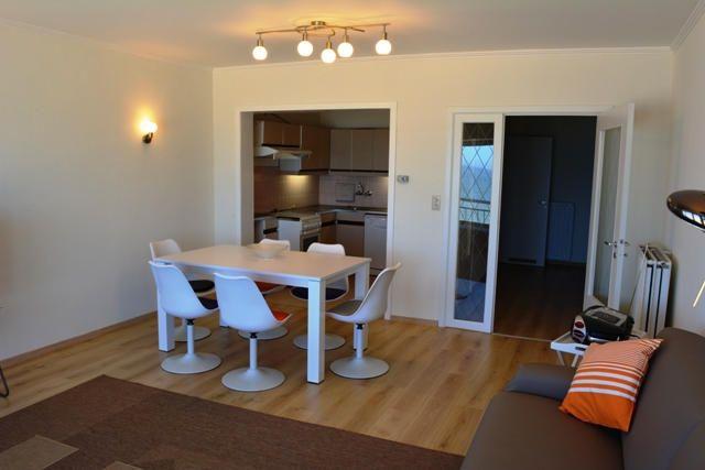 - te huur - Appartement - 3 slaapkamers  - - Ruim en gezellig doorloopappartement met zicht op zee en de duinen. Vernieuwde woonkamer, open keuken, badkamer met ligbad, apart toilet, 3 ruime slaa  - verdieping: 5 1 bad(en) -      - kabel