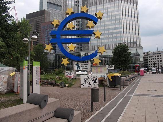 Η Ευρωπαϊκή Κεντρική Τράπεζα προετοιμάζεται για το ενδεχόμενο εξόδου της Ελλάδας από την Ευρωζώνη, σύμφωνα με δημοσίευμα του γερμανικού περιοδικού Der Spiegel,