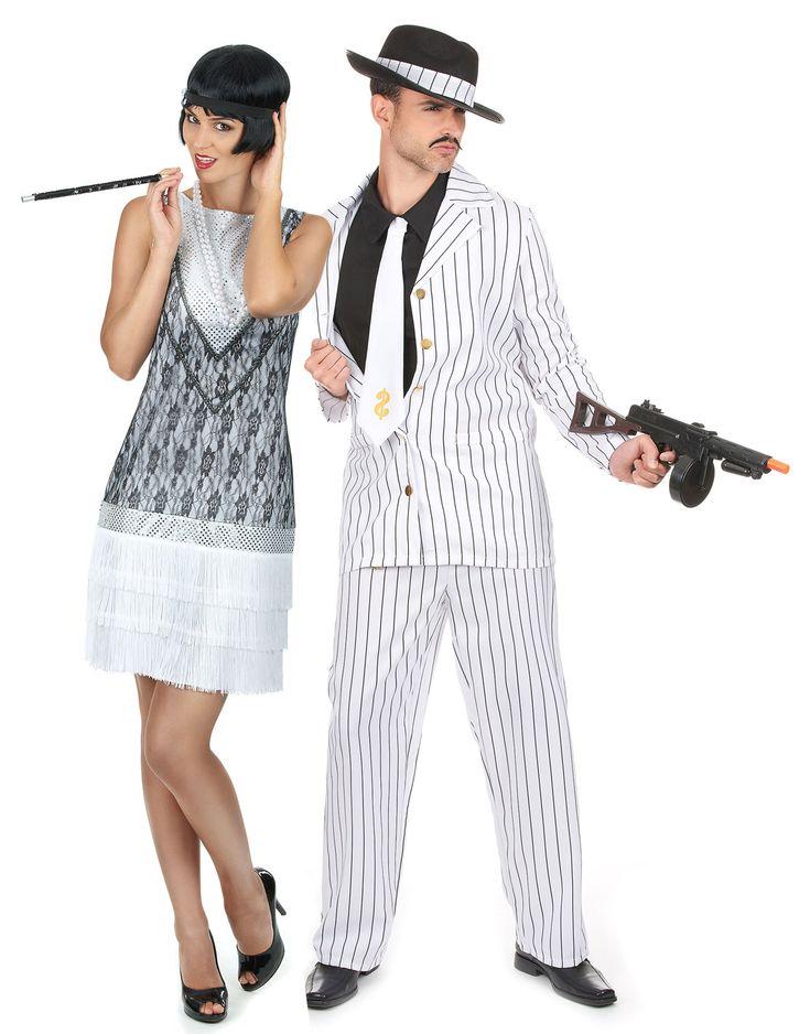 Disfraz de pareja charlestón blanco: Disfraz de gánster hombreEste disfraz de gánster es para adulto. Incluye una chaqueta, un plastrón falso, una corbata, un pantalón y un sombrero (tirantes y zapatos no...