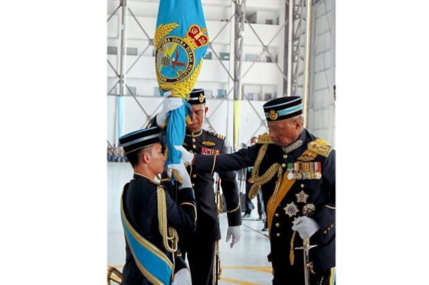 「royal malaysian air force uniform」的圖片搜尋結果