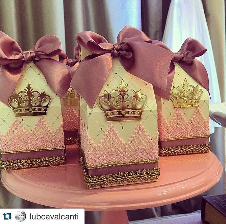 #Repost @lubcavalcanti with @repostapp. ・・・ Delicada e lindas Em gruipire e detalhes dourados para as nossas Princess @atelierartemao #decor #detalhes #celebrate #kidsparty #princesslub #princesslub #atelierartemao