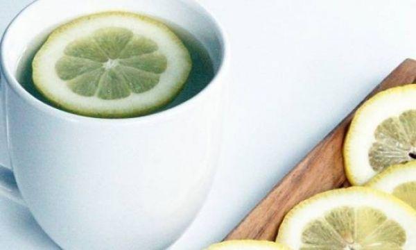 diaforetiko.gr : 536a4fb7c889439f398fc9bd19018e0a L 600x360 Γιατί πρέπει να πίνουμε ζεστό νερό με λεμόνι το πρωί; Ας δούμε τι έχει να μας πε...