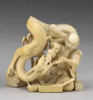 An ivory okimono of a dragon having his teeth examined Meiji Period, Signed Nimin/Futsumin