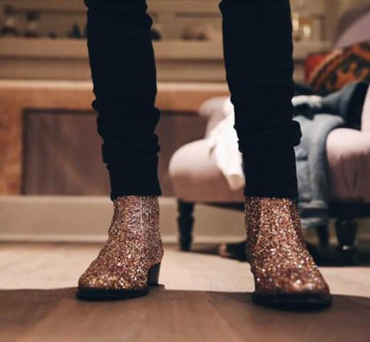 e333ea87435d Dougie Poynter Mcfly Mcbusted bass player Yves Saint Laurent YSL boots  glitter boots Black skinny jeans | Bad ass style in 2019 | Glitter boots,  Boots, ...