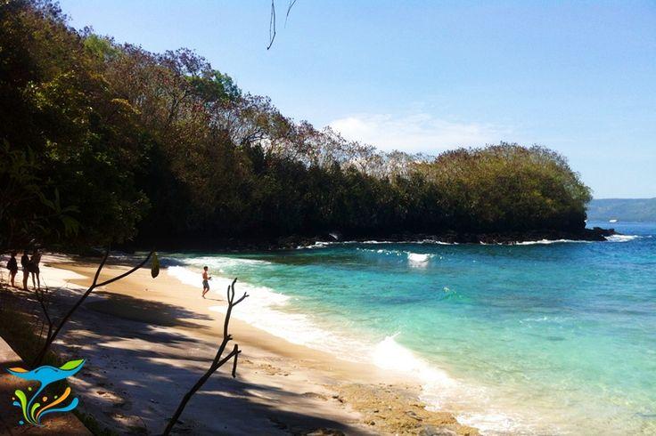 Salah satu Hidden Beach atau Pantai Tersembunyi di Bali. More info: http://fantasticbali.com/tempat-wisata/pantai-blue-lagoon.htm