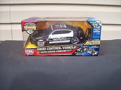 JADA Radio Control 1:24 Badge City Heat Diecast Police Car 2006 DODGE CHARGER