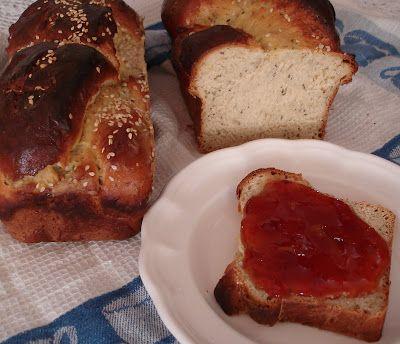 """Este pan lo ví por primera vez en """"El cafetito"""" amasado por Guru .   Probarlo fue todo un hallazgo, a partir de allí, siempre tengo a mano e..."""