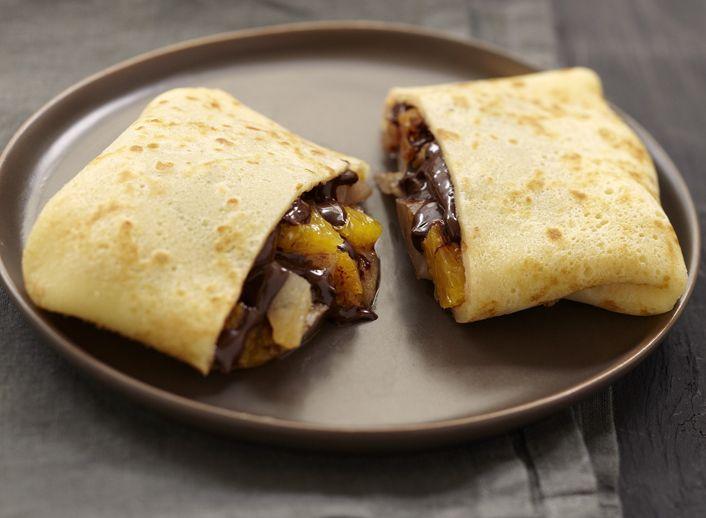 Υλοποιήστε μία μέτριας δυσκολίας συνταγή για τετράγωνες κρέπες με πορτοκάλι και αχλάδι. Φέρτε την απόλαυση στο τραπέζι σας.