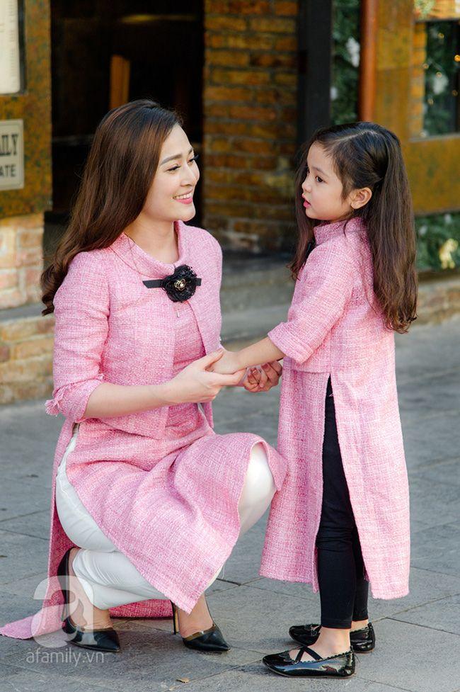 Những thiết kế áo dài cách điệu để mẹ và bé thật duyên dáng dạo phố đón xuân - Ảnh 1.