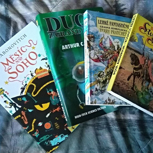 Velikonoční program ❤ #books #fantasy #scifi #sciencefiction #newbooks #fictionworld #aaronovitch #moonoversoho #pratchett #lightfantastic #discworld #clarke #anderson #easter #freeday