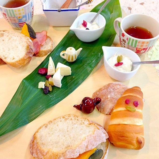 おはようございます。 かんたんでも、にっこりな愛情もりもり朝ごはん。 - 65件のもぐもぐ - カマンベールと、ドライフルーツとカンパーニュサンドと by Kumi_love