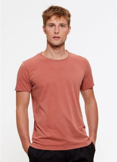 Stefan men's raw edge tee in Salty Rose. This comfy, casual tee is garment dyed, fair trade and made in Bangladesh from organic cotton.