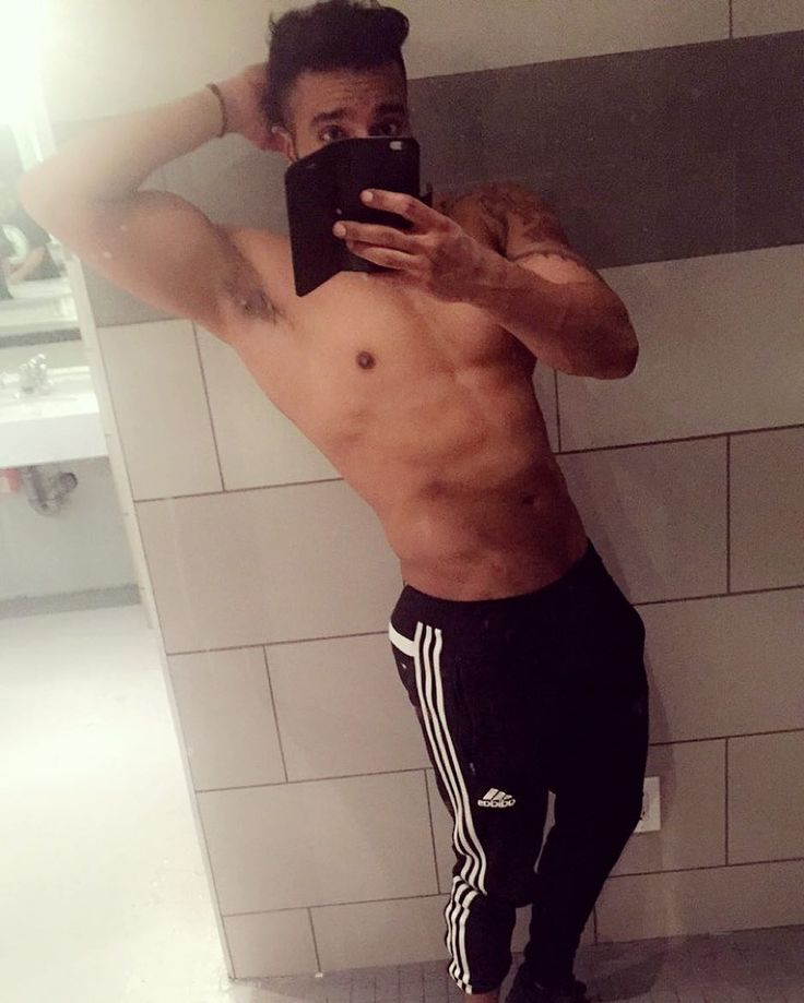 Game on Gains. Baba mehar kare #abs #beard #igfitness  #gymaddict #npc #fitnessmodel #fitness #ripped #muscle #gainz #model #eatclean #aesthetics  #fitfam #workout #sikh  #toronto #cardio #abs #ludhiana #messyhair #chandigarh #athlete #menswear #motivation  #punjabi #yoga #focus #lafitness #desi #ripped #postworkout by ironjeet