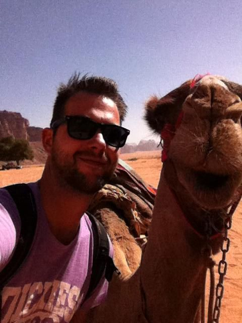 Extreme selfie by Marcel! This was one second before I got a headpunch from the Camel and smelled like Camel for the next 4 hours  #yak #autsj — bij Wadi Rum.