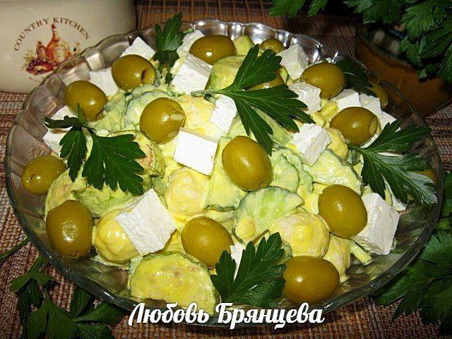 Рецепт: Салат из кабачков, брынзы и оливок по-гречески
