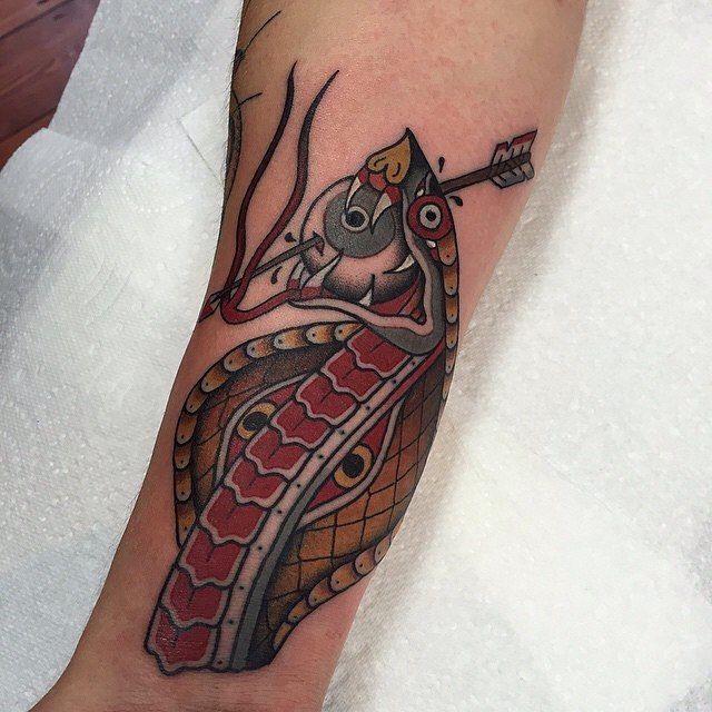 329 besten snake tattoos bilder auf pinterest schlange. Black Bedroom Furniture Sets. Home Design Ideas