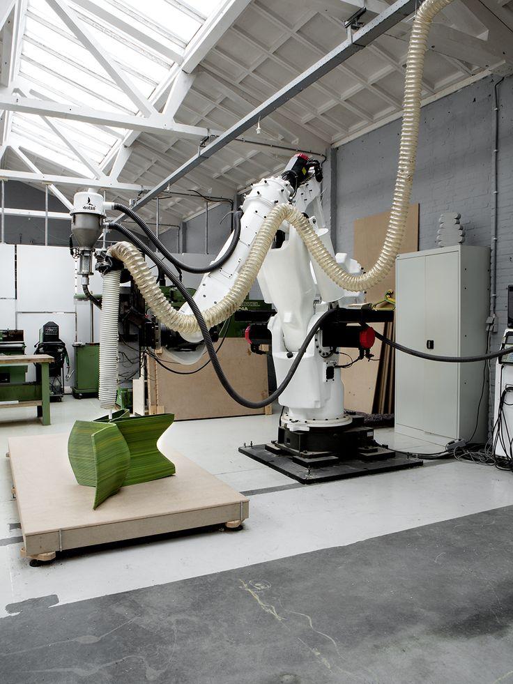 Ga mee naar de studio van Dirk van der Kooij en lees over zijn prachtige 3D Rocking Chairs!