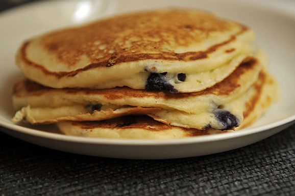 Lemony Cream Cheese Pancakes with Blueberries...i dont even like pancakes but this looks pretty tempting
