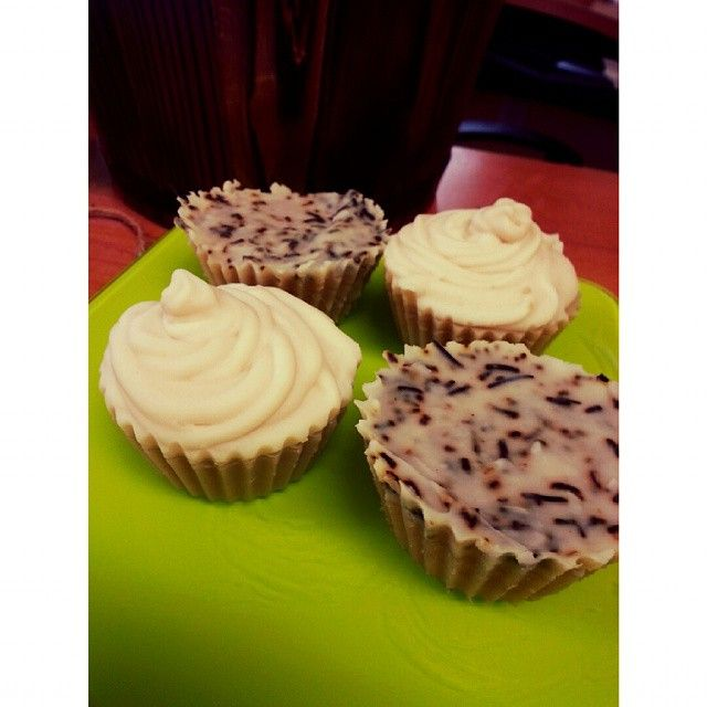 Soap or Food? Mini vanilla cupcake soaps & 'rosemary quiche pies' - 100% natural goat milk soap, handmade in Panama by #AmaziliaLife  ¿Jabón o dulce? Mini jabones en forma de cupcakes y 'quiches' de romero, 100% natural y hecho a mano por #Amazilia.