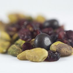 Pistachio Trail Mix - Good for Tom. I plan to make with dark chocolate ...