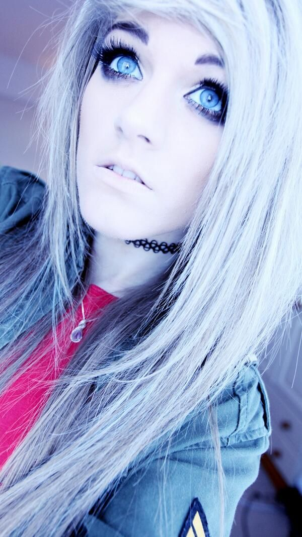(FC Marina Joyce) Hi! I'm Malise! I'm obsessed with BVB, MCR, MIW, BMTH, FOB, and PTV. I love to draw and dance, and music is my life. I'm going to prom with Jeremy, or, as you may know him, Jinxx!
