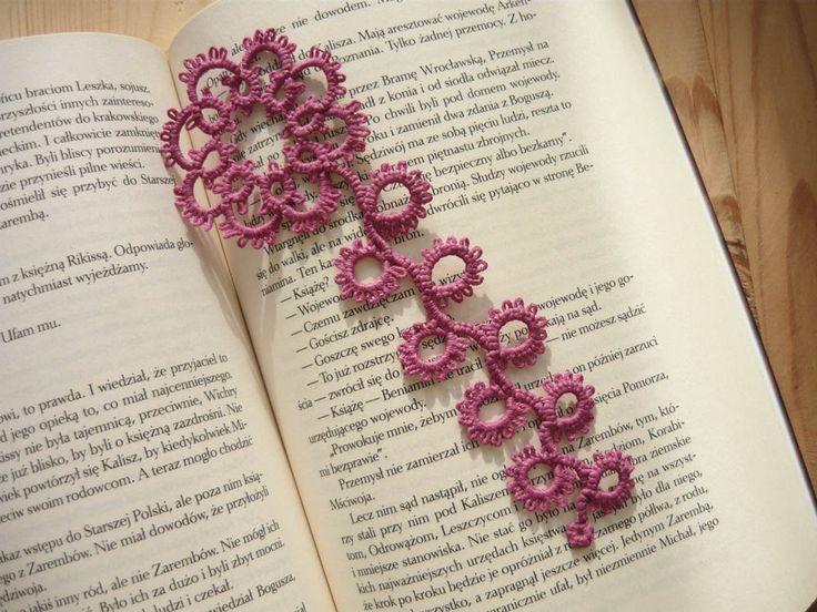 Tatted Bookmark - dark pink flower by MariAnnieArt on Etsy  #mariannieart #etsy #bookamark #bookworm #booklovergift #geekgift #Tattedbookmark #tattinggift #nerdgift