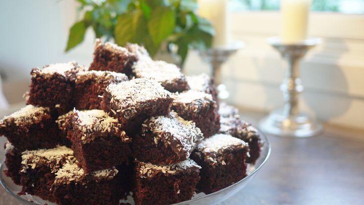 Denne kaken blir alltid kakebordets vinner, og er perfekt til store selskaper, skoleavslutninger og sommerfester.