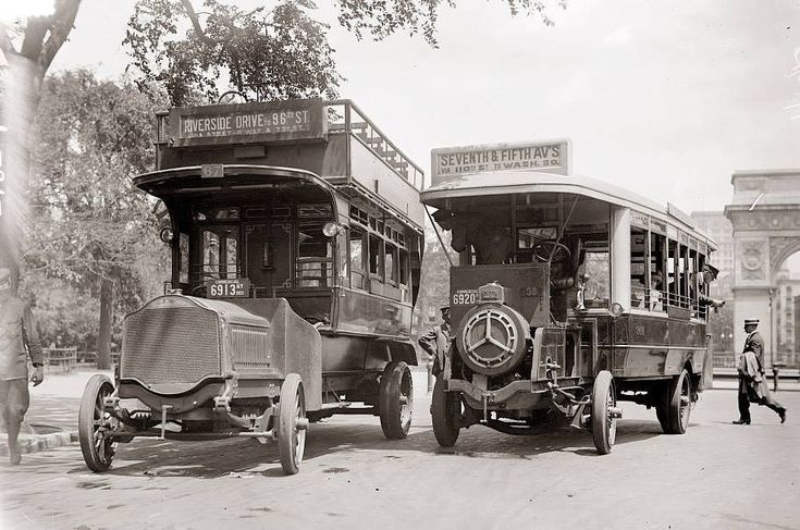 New York City's public transportation in 1913.