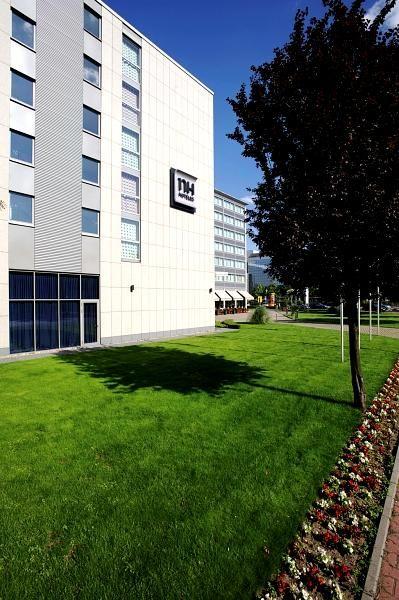 Airporthotel NH Frankfurt Niederrad  - Außenansicht bei www.park-sleep-fly.net