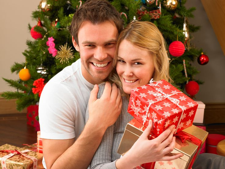 Photography: Young Christmas Couple Photography Poses, Christmas Photo Ideas, christmas photo editor ~ Photo Gallery and Celebrity Gossip
